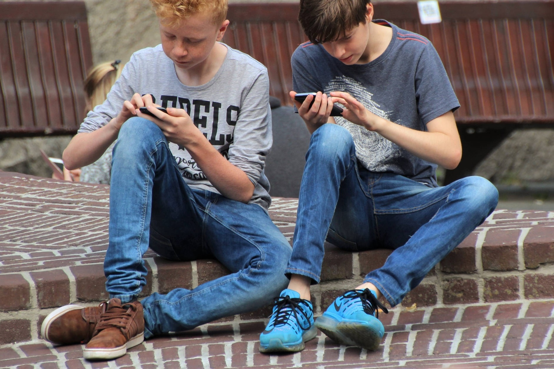 Zákaz mobilů ve školách jako ve Francii