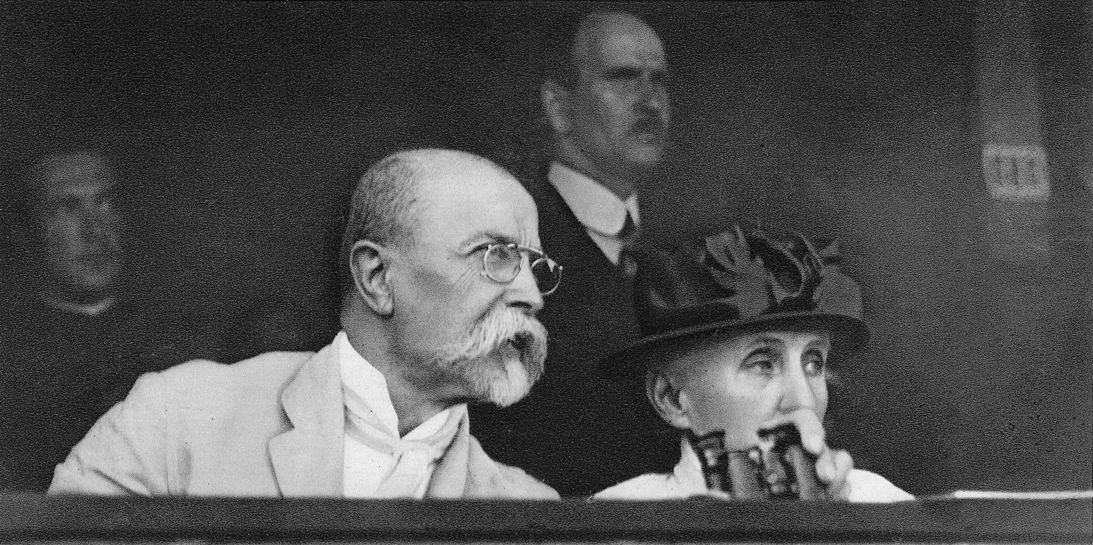 Tomáš Garrigue Masaryk na sokolském sletu s chotí roku 1920