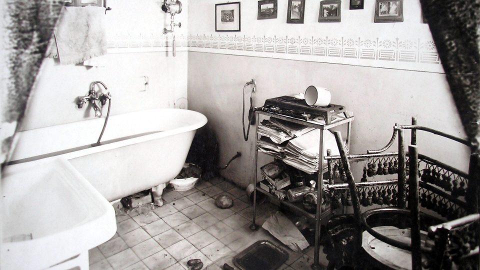 Koupelna soudního rady: místo činu